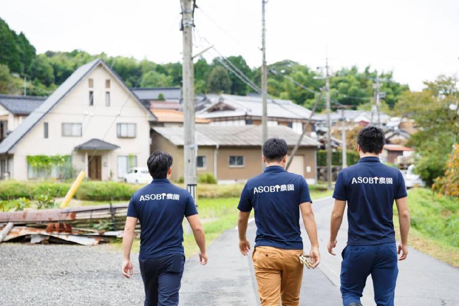 ASOBI農園は、HONKIで「地元のこと、日本のこと、農業のこと」を考えている、同級生三人組の若手農家です。